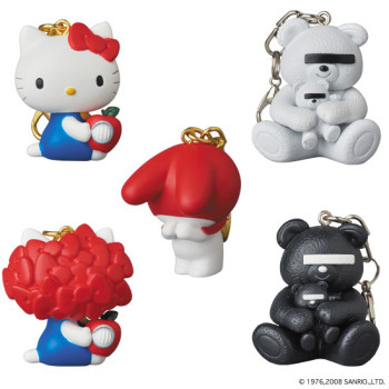 KEYCHAIN UNDERCOVER HELLO KITTY w/GILAPPLE/MY MELODY / BEAR